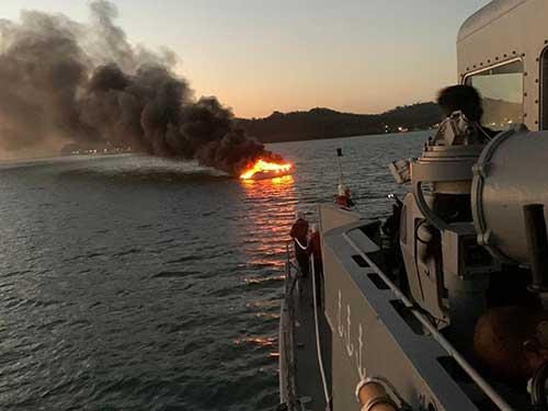 guaratub-se-aproxima-de-uma-lancha-em-chamas-nas-proximidades-da-ilha-de-mare-web